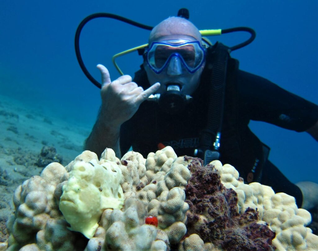 Diver Shaka with Frogfish at Airport Beach with Tiny Bubbles Scuba